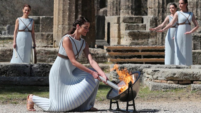 Se realizó la ceremonia de encendido de la llama olímpica en la Antigüa Grecia.