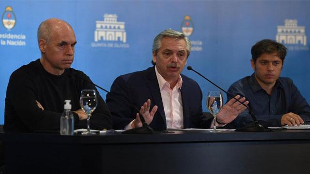 """""""Tenemos que quedarnos en casa y el fútbol es un divertimento"""", dijo Fernández."""