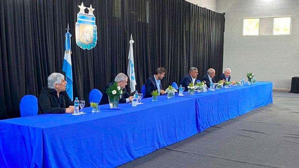 AFA anunció la conformación de la Liga Profesional y el fin de la Superliga.