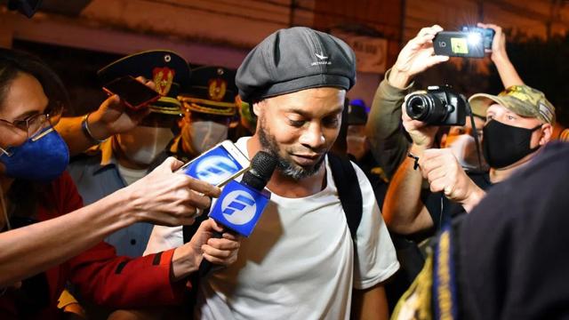 Ronaldinho rompió el silencio desde su prisión domiciliaria en Paraguay.