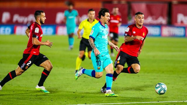 Messi, un gol y dos asistencias en la goleada de Barcelona.