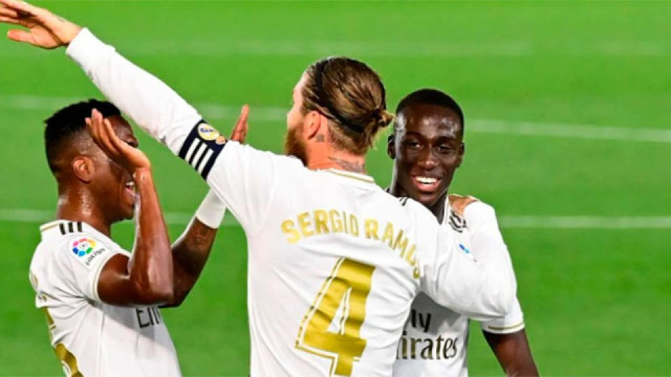 Real Madrid le ganó al Mallorca y alcanzó al Barcelona.