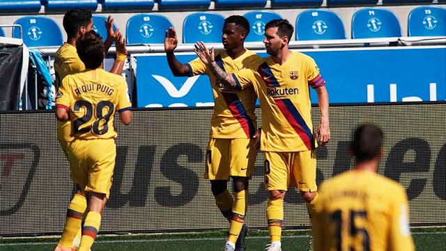 Barcelona goleó, Messi marcó dos goles y aspira a ser el máximo goleador.