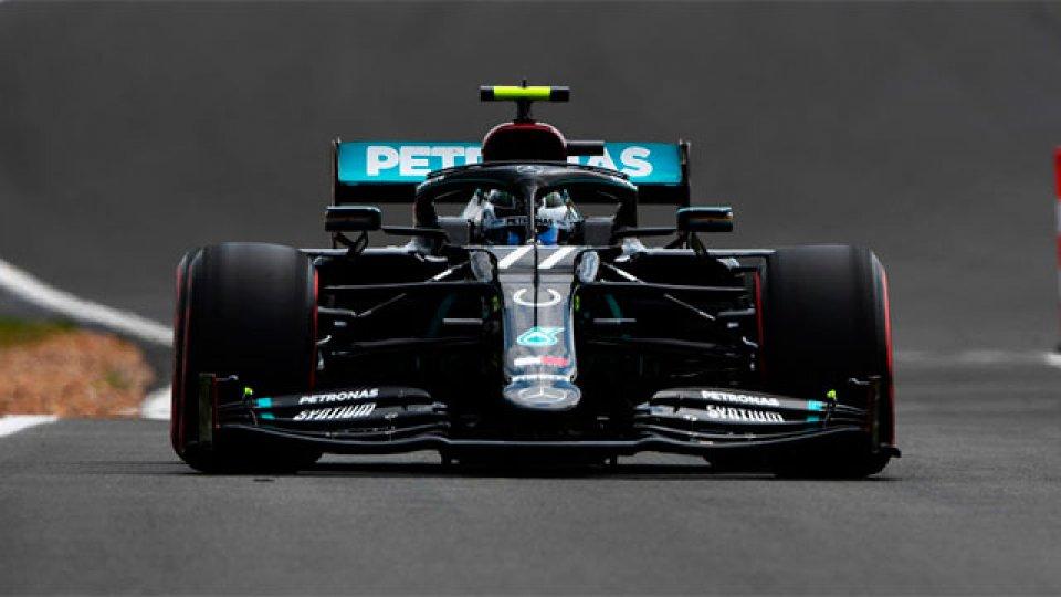 Valtteri Bottas se quedó con la pole en el GP de Silverstone.