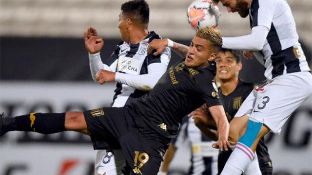 Con dos goles sobre el final, Racing logró una valiosa victoria en Perú.