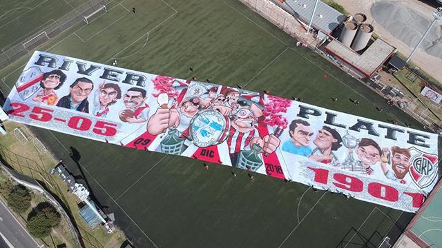 Los hinchas de River festejan su día con camiseta nueva, acciones solidarias y una bandera gigante