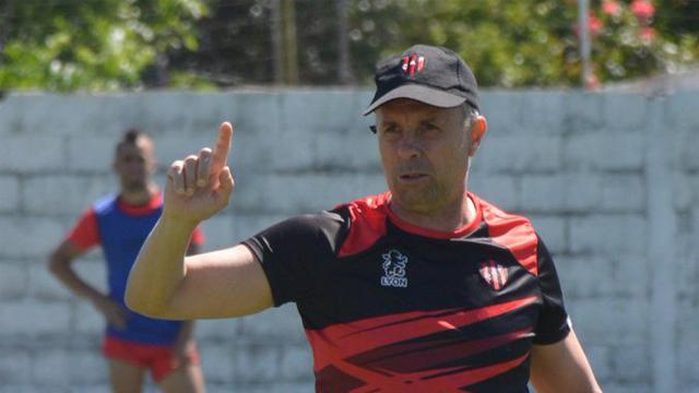 Gustavo Álvarez delinea el equipo para el debut en el torneo ante el Lobo.