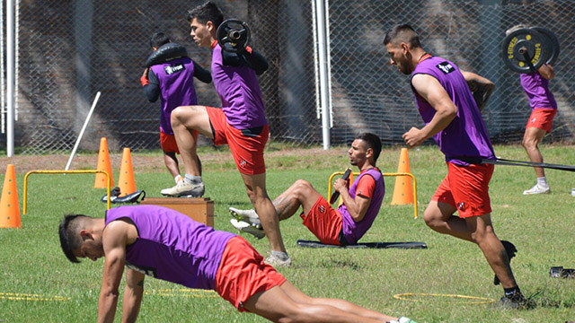 Álvarez tiene en mente los once para el debut: El probable equipo de Patronato