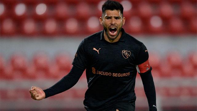 Independiente goleó a Fénix y puso un pie en cuartos de la Sudamericana.