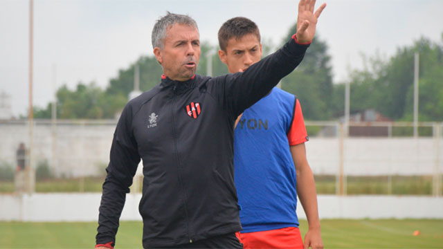 Álvarez confirmó el equipo para jugar ante Huracán. (Foto: Prensa Patronato)