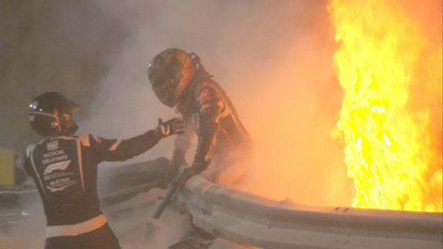 Milagro en la Fórmula 1: Uno auto se incendió, se partió en dos y el piloto fue rescatado