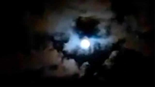 Esa particular imágen regaló el cielo paranaense en la noche del sábado.