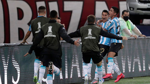 Racing ganó por penales en Brasil y pasó a cuartos de la Libertadores.
