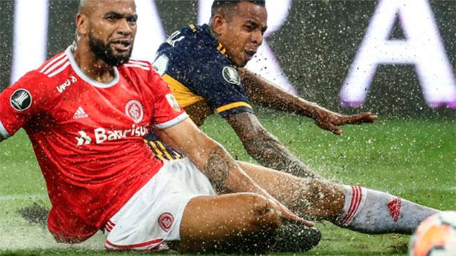 Bajo un diluvio, Inter-Boca juegan en Porto Alegre por la ida de octavos: Están 0-0