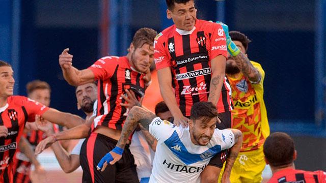 Patronato va por su primera victoria ante un Vélez que llega con muchos problemas