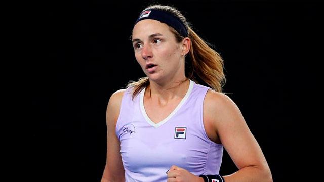 La Rusa se fue rápidamente del singles, pero sigue adelante en dobles.
