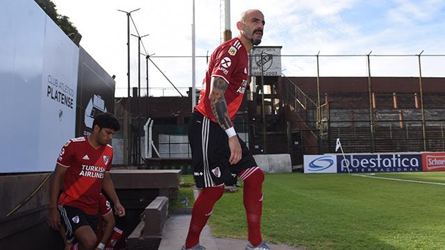 River: Tras la fractura, Pinola será baja en toda la Liga y la fase de grupos de la Copa