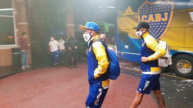 Boca llegó a Santa Fe para enfrentar a Unión: Gran cantidad de hinchas sin distanciamiento
