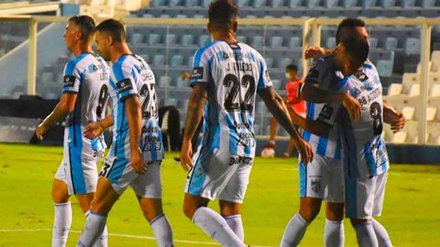 Atlético derrotó en Tucumán a Vélez, que sigue liderando su grupo.