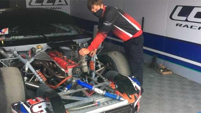 Próspero Bonelli trabaja sin descanso en el Chevrolet de Guillermo Ortelli.