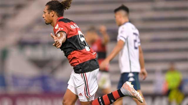 Flamengo lo dio vuelta y superó a Vélez en su regreso a la Copa Libertadores