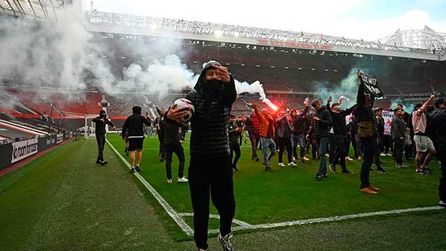 Escándalo: Hinchas de Manchester United invadieron la cancha en señal de  protesta - Superdeportivo.com.ar