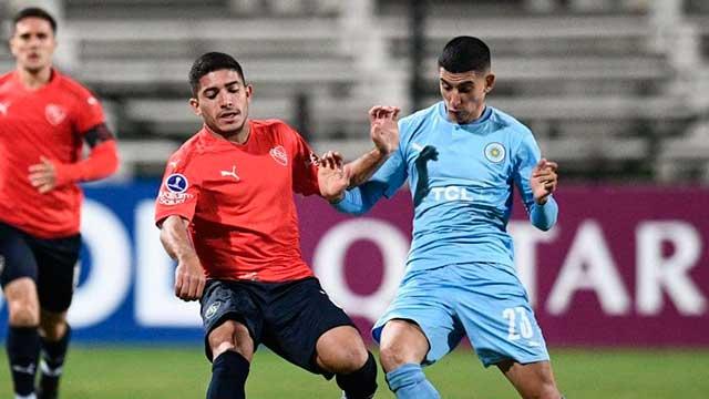 Independiente igualó en Montevideo y sigue puntero.