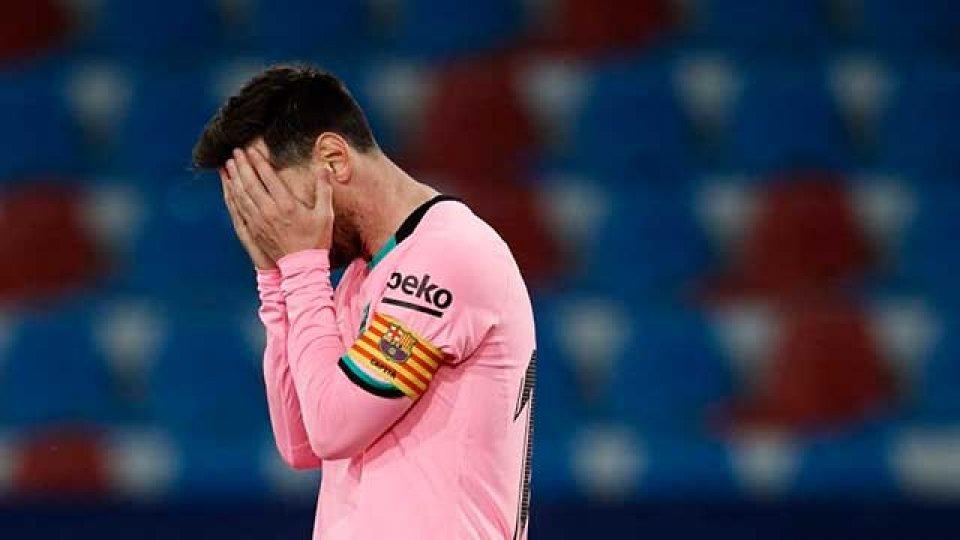Barcelona empató un partido increíble y se despide del título en España.