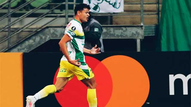 Dos goles del concordiense Walter Bou para la victoria de Defensa ante Palmeiras