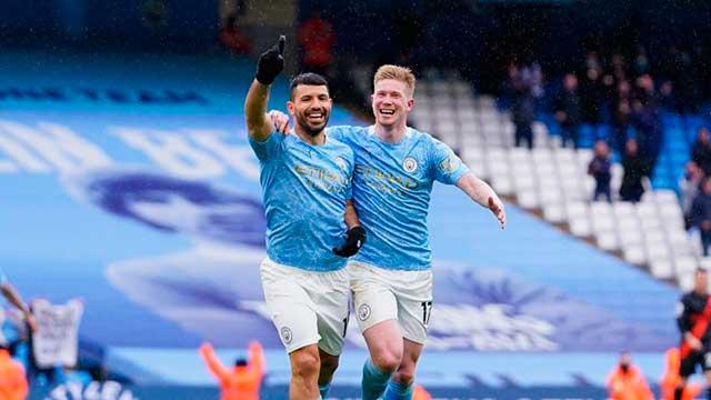 Sergio Agüero se despidió de Manchester City: marcó dos golazos.