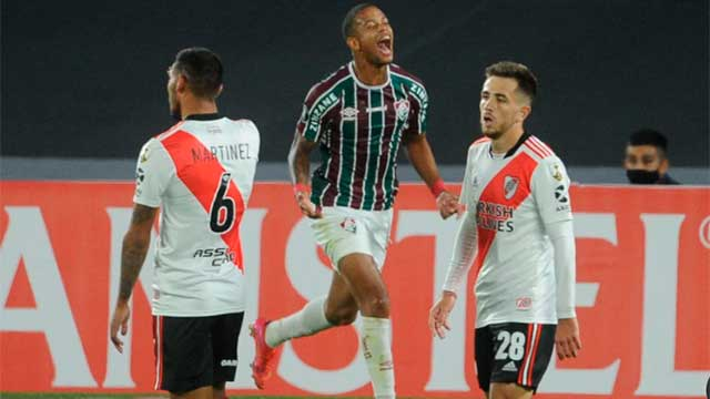 River sufrió, perdió ante Fluminense pero se clasificó a octavos