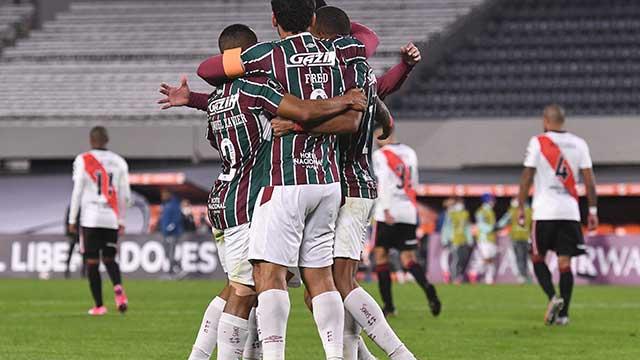 River sufrió, perdió ante Fluminense pero se clasificó a octavos.