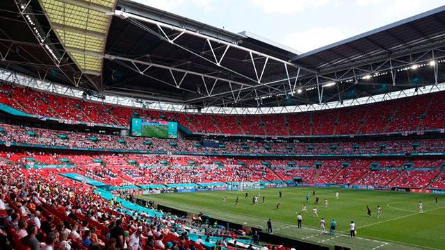 Un hincha se cayó de una tribuna de Wembley y está grave.
