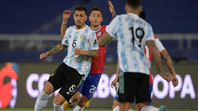 Argentina no pudo sostener la ventaja ante la Roja y apenas se llevó un punto.