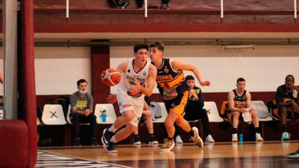 Estudiantes de Concordia cayó con Atenas de Carmen de Patagones.
