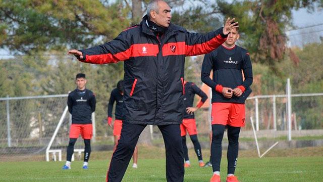 Patronato hizo fútbol con los suplentes en Santa Fe ante Colón.