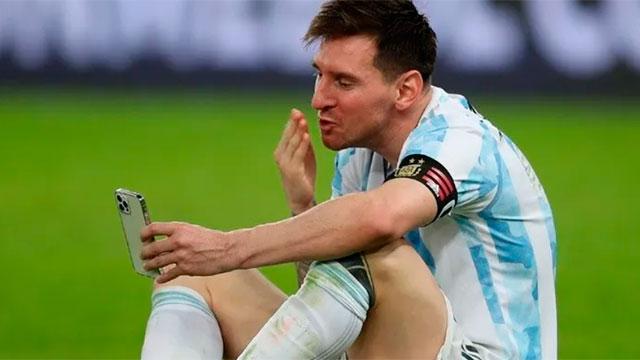 El emotivo festejo de Lionel Messi con su familia.