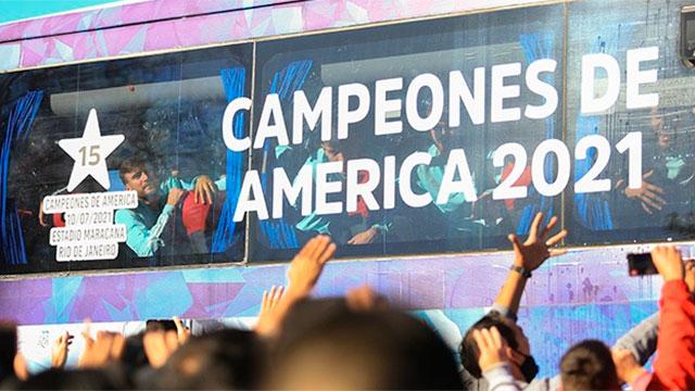La Selección Argentina arribó al país tras conseguir la Copa América.
