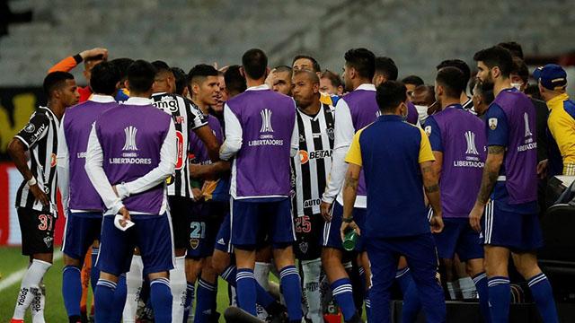 Boca, eliminado por penales tras un escandaloso partido.