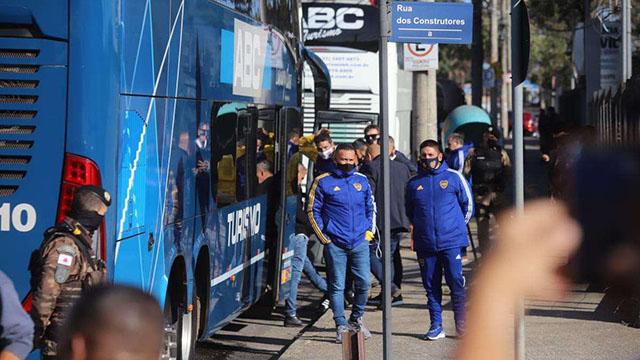 El plantel de Boca se marchó de la comisaría de Brasil.