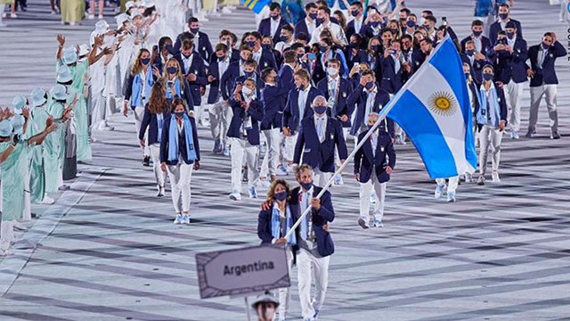 El emotivo desfile de la delegación argentina en la fiesta de apertura en Tokio