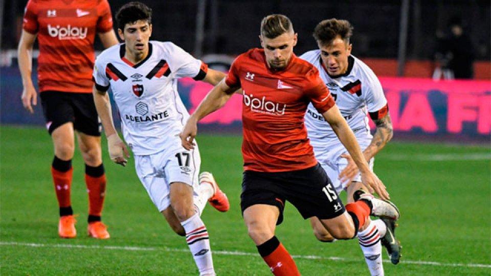 Newells goleó a Estudiantes por la Liga Profesional.