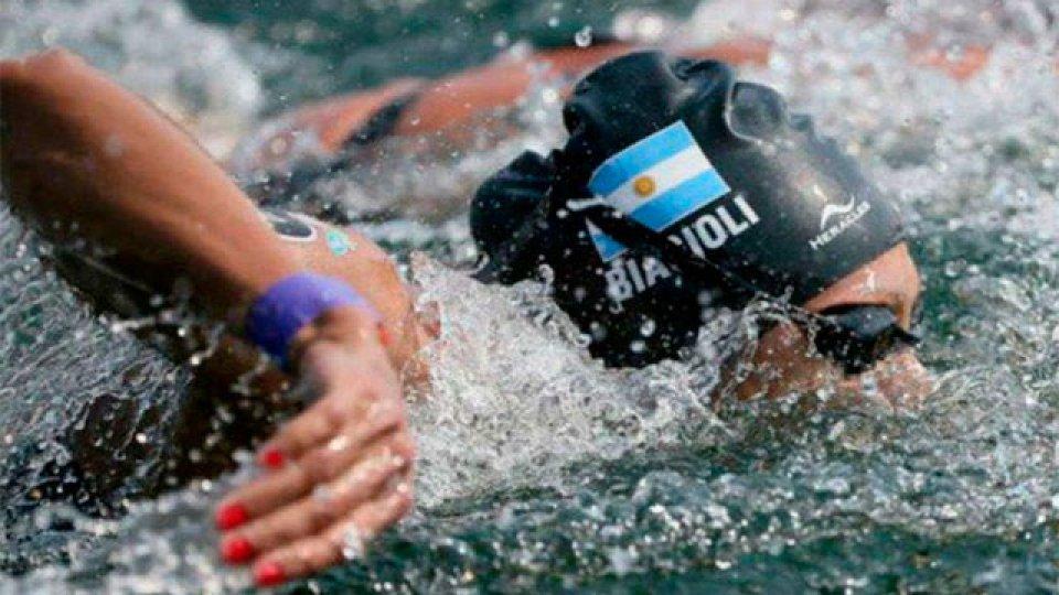 Cecilia Biagioli mejoró su marca olímpica e histórica en Aguas Abiertas.