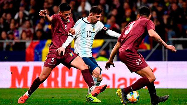 Argentina estrena su título de campeón de América ante Venezuela.
