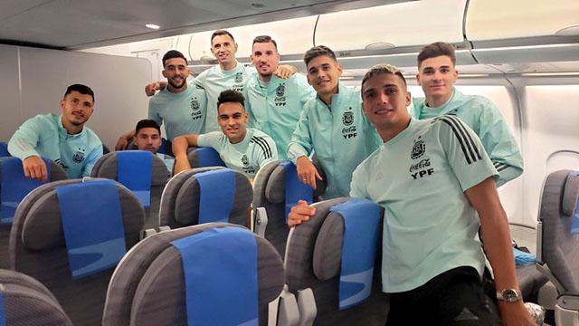 El plantel argentino viajó desde el Aeropuerto de San Pablo hacia Buenos Aires.