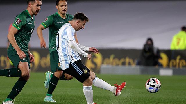 Con tres goles de Messi, Argentina le ganó 3-0 a Bolivia