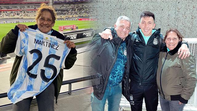 Lisandro Martínez, junto a familiares y amigos.