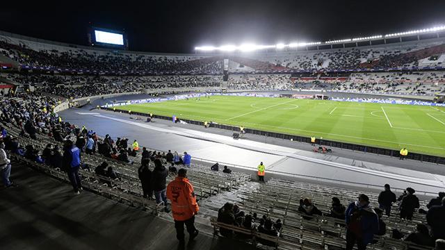 La noche que volvió el público a las canchas argentinas.