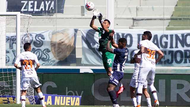 Talleres derrotó a Platense en Córdoba y se volvió a subir a la cima.