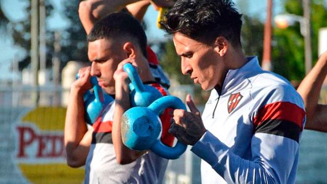 Patronato volvió a entrenar pensando en Estudiantes: este viernes será hisopado el plantel